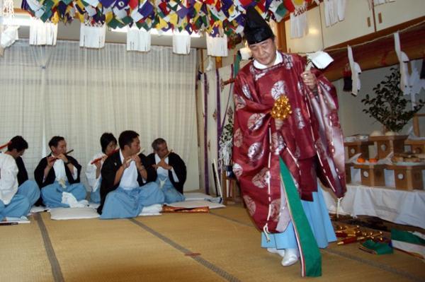 梅津神楽幣の舞の写真(2010年(平成22年)1月16日撮影)